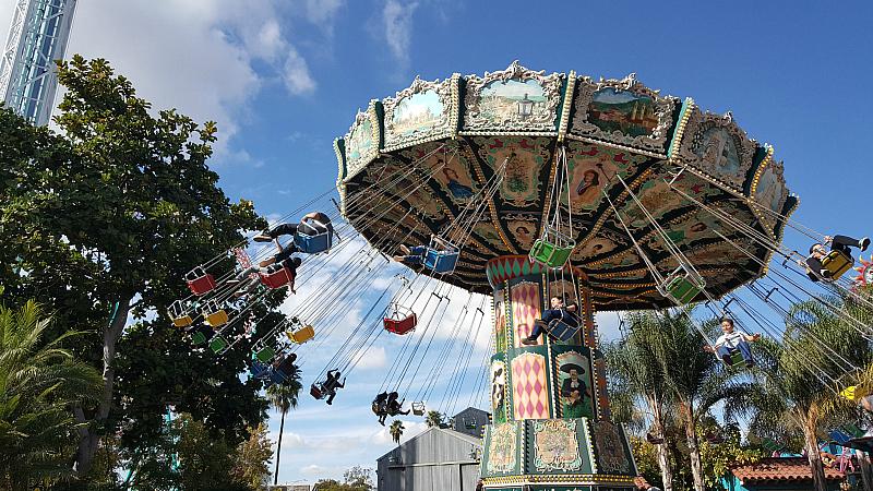 knotts waveswinger swing ride