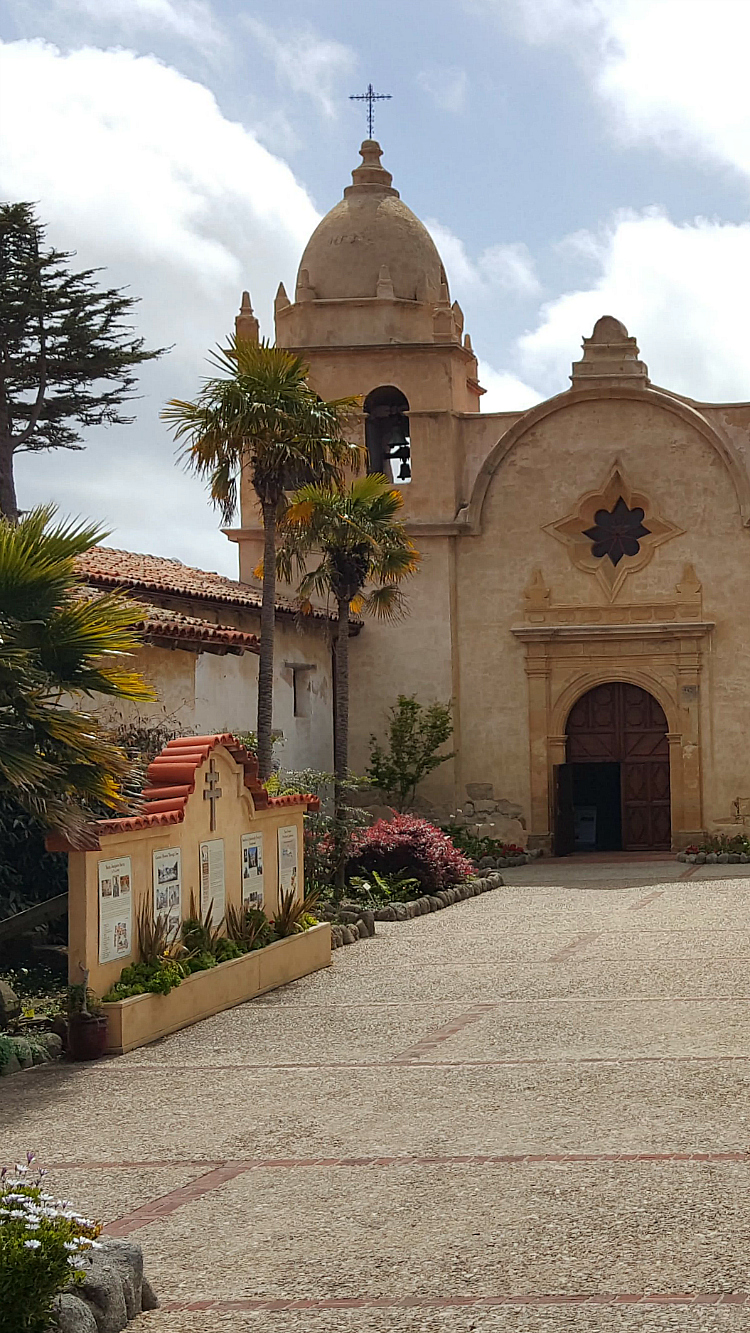 Carmel Mission Basilica - San Carlos Borromeo de Carmelo Mission