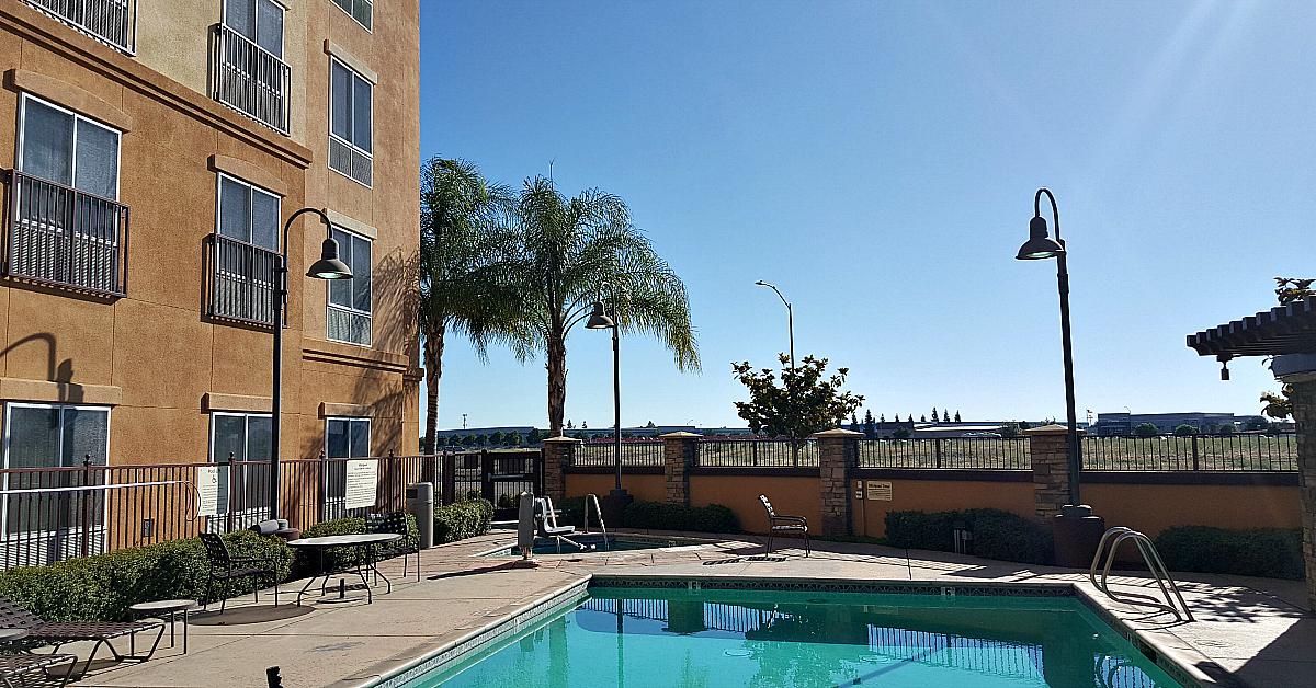 lodi hampton suites pool