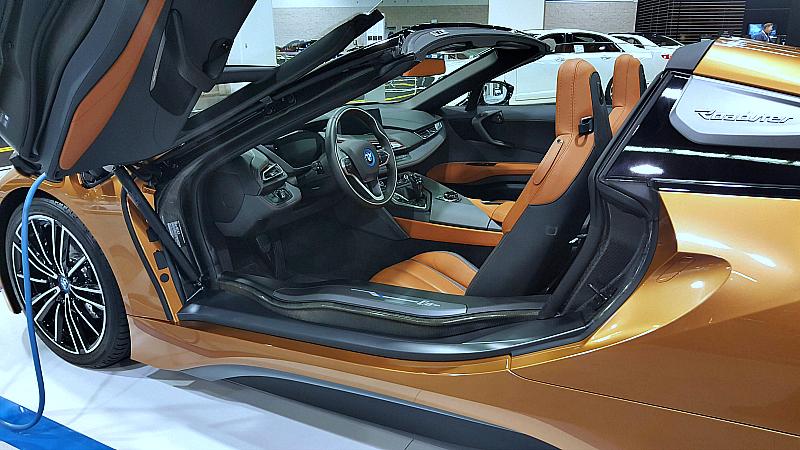 auto show bmw roadster closeup