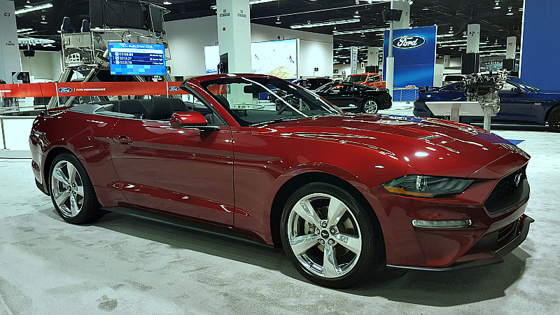 auto show ford mustang