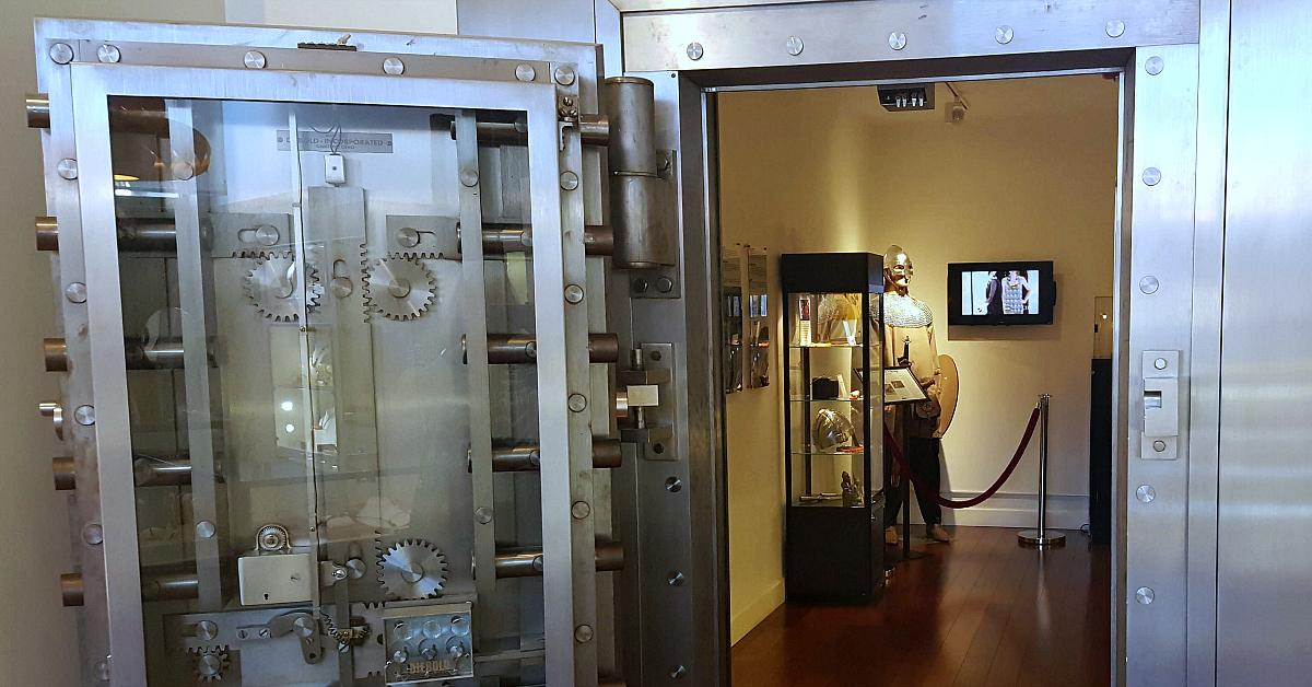solvang amber museum door